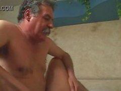 velho homem e transsexual bronzeado