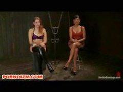 Geketend Cage Slaven Gekweld door lesbische Meesteres