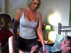 Große Brüste britisch stepmoms Sie Spaß mit Teen Paar