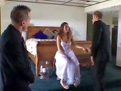 Man deelt zijn nieuwe vrouw
