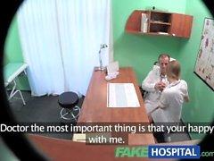 FakeHospital Hemşire büyük bir eşek ile emmek ve ücret artışı için doktor sikiş