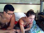 La plus chaude brune amateur 19yo ado chevauche son gode sur webcam