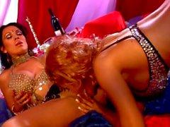 Big Tit Lesben Bridgette B und Sienna West in einem mittleren östlichen Harem