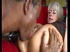 Cathy E Ungarische Milf fickt afrikanischen reifen Kerl
