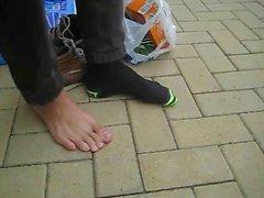 Muchacho lindo de Henry II - muestran sus pies