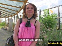 Den offentliga Tjeckiens brud kärlekar knulla outdoors