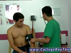 foto Gay porno adolescente examen físico y médico porno Vince relajado