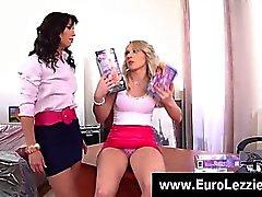 Sedere europeo Personaggi leccatura ragazze lesbiche