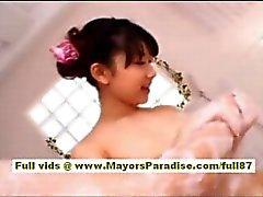 Yuki Aito Aziatische tiener nakec Babe plezier in het batroom