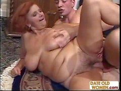 Gambe aperte di Granny Redhead