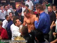 festas gay nude e cara pau grupo agarrando após cerca de dez