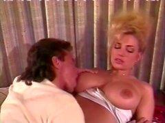 Den Tami Vit Bionca Jade East i klassisk Porn plats