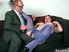 Reizvollen Brunette Slut spielt verrückt