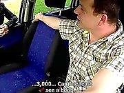Tsjechische MILF Hooker geneukt in auto