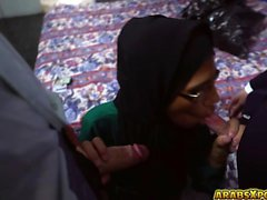 Arabiska babe i exponeringsglas sucks att big hårda kuk