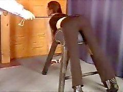 Schlechtes Mädchen Being verhauen ( Prügelstrafe )