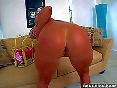 Stort baken Blomma Tucci poserar sig naken och gör headjob