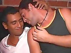 garotos gays ficar com tesão e organizar trabalho Análise em uma festa