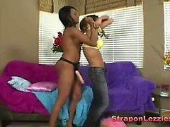 Ebony Maya macht sie Freund Deep Throat