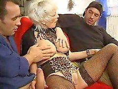 ФРАНЦУЗСКОГО ВОЗМУЖАЛЫЙ двадцать семь анальный блондинки мама ИФОМ с 2 молодыми мужчинами
