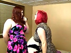 Busty tranny Tiffany Starr gefickt chubby Redhead Frau