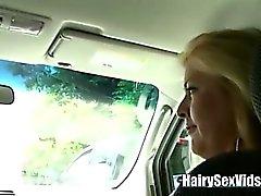 Orakade slidan blondin blir pummelled