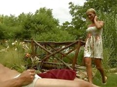 Calurosos ninfómanas Muchacha bonita juego en topless