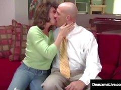 A esposa impertinente Deauxma obtém conselhos gratuitos para o sexo do homem do imposto!