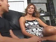 AMWF Latina Monique Fuentes interracial med asiatisk kille