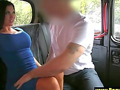 Public amateur sucked after giving bj to her taxi driver