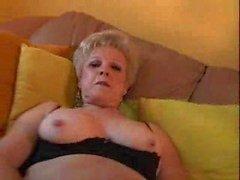 nonna con grande clit