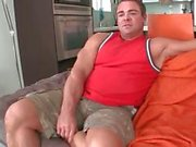 Ours de gay musculeux suce grand gay Part 1 le noir