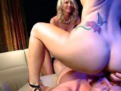 Blondine Große Titten Blowjob Gesichtsbehandlung