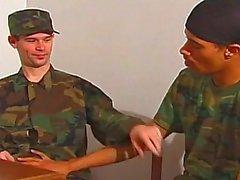 Homosexuell Dudes zu ficken Militär mit ihren Hardcore- cocks