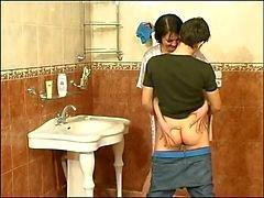 Guy neuken volwassen vrouw op de badkamer - wie is zij