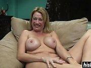 Grymt brud gillar att posera naken