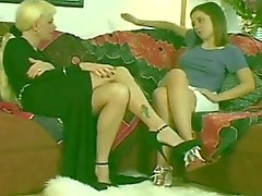 Hot Blonde Transsexueller & Hot Jugendlich Brunette Girl