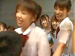 Азиатские ученицы роиться закаленную хуй