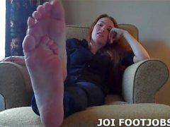 Obtenha seu pau duro entre meus pés agora JOI