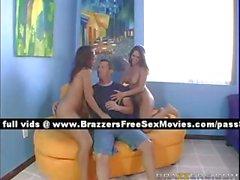 Dos putas redhead estupenda atractivo jugando en la piscina
