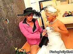 Sexy della sposa bionda impazziscono