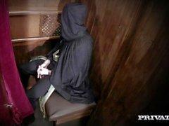 Milf Rebecca Moore è scopata dal prete in I Confess