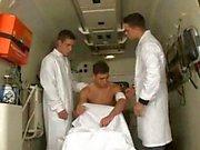 Conjunto De Tres en la ambulancia