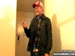 Joshua bir oda var ve o & # 039_s DBL ayrılmış gibi görünüyor
