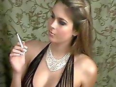Rökning på sexiga underkläder