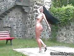 Versaute Carmen kommt Outdoor zu Abholung Teil2