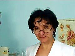 Oma bij de Artsen