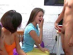 Empfangen Sie diese 3 hübsch College Girls