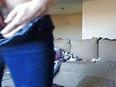 Enge Jeans MILF gefangen haarige Muschi frechen großen Milch Titten spielen