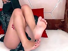 HR - beurette showin ses belles pieds